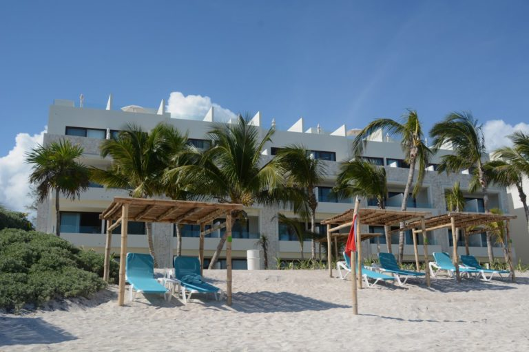 Akumal-Bay-Resort-Exterior-001-AR
